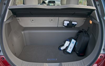 2012-nissan-leaf-trunk-and-chargerjpg.jpg