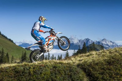 092214-2015-93391_KTM_Freeride_E_Action.jpg