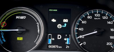 Mitsubishi_Outlander_PHEV_display-1 (1).jpg