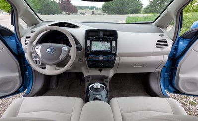 2011-nissan-leaf-sl-interior-photo-448771-s-1280x782.jpg