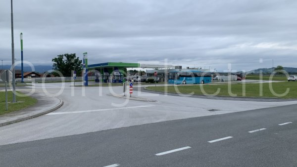 Photo 3 IONITY OMV Tankstelle