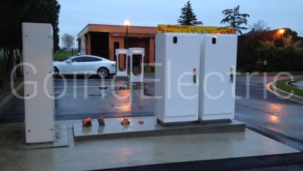 Photo 2 Tesla Supercharger