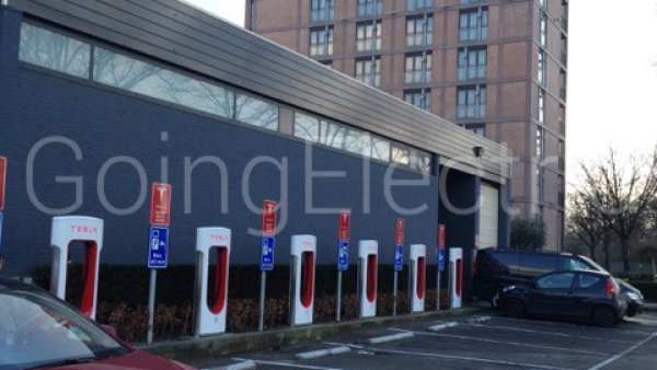 Photo 3 Tesla Supercharger