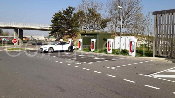 Photo 0 Tesla Supercharger - north