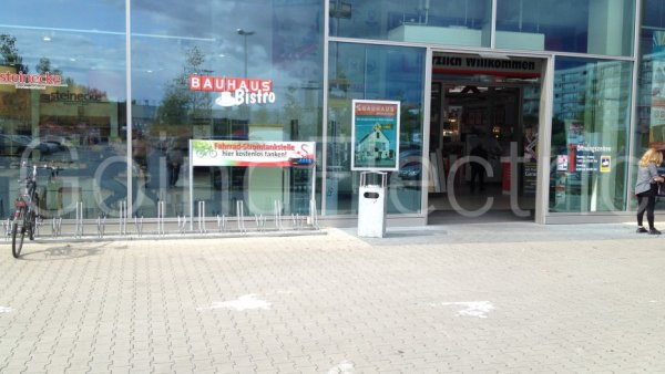 E Bike Ladesäule Bauhaus Berlin Deutschland 22818