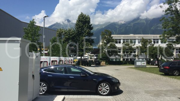 Photo 2 Tesla Supercharger beim Alphotel
