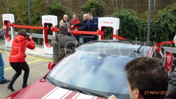 Photo 4 Tesla Supercharger