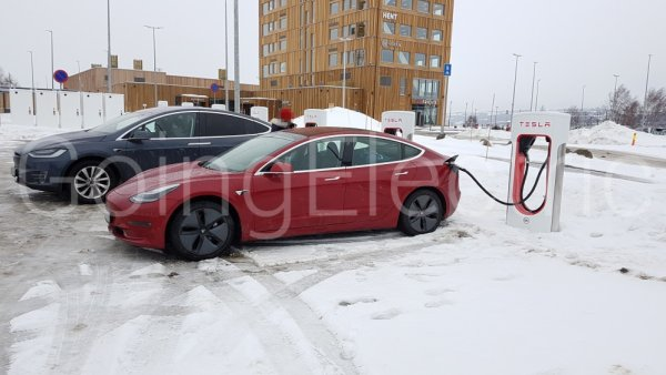 Photo 1 Tesla Supercharger