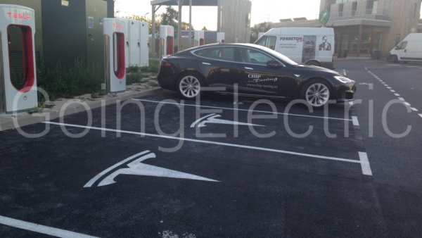 Photo 1 Tesla Supercharger - north