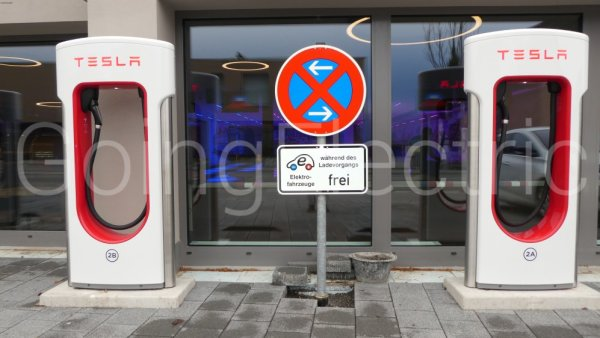 Photo 5 Tesla Supercharger