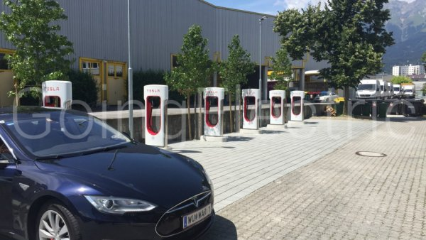 Photo 3 Tesla Supercharger beim Alphotel