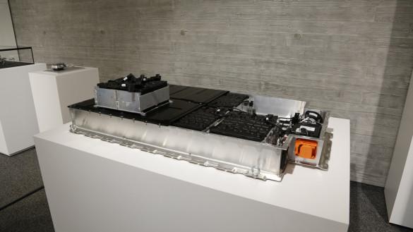Alte Elektroauto-Batterie als Stromspeicher - Forschungsprojekt