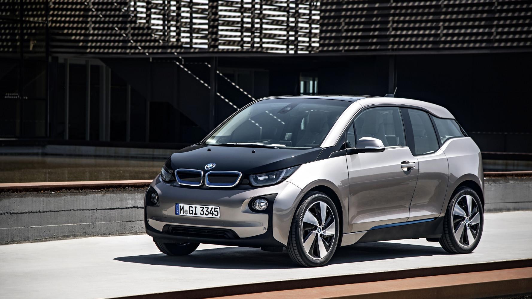 Ein BMW i3 gibt ordentlich Strom [Video]