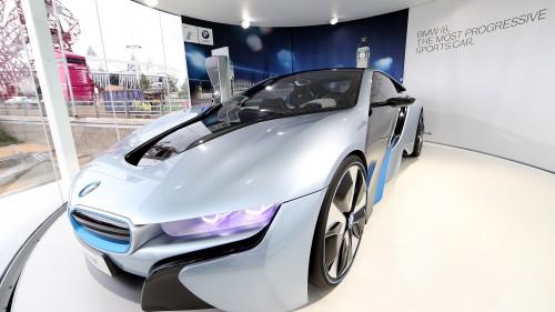 Fundstück: Tesla Model S vs. BMW i8 [Video]