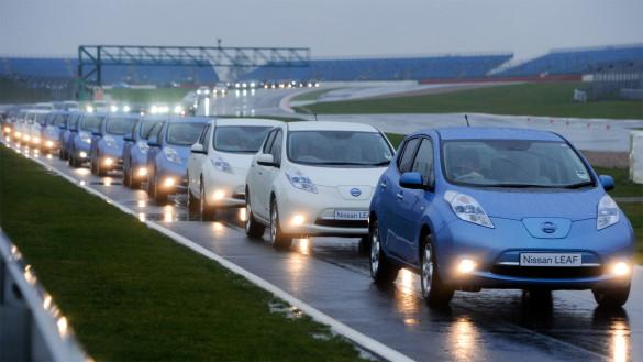 Nissan Leaf - Rekord für längste Parade von Elektroautos