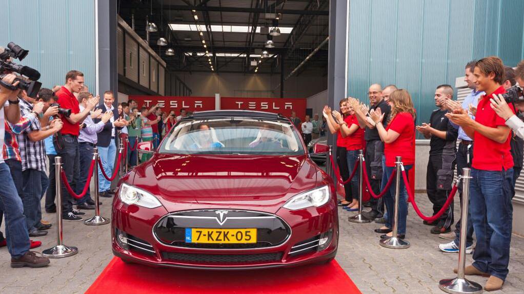 Tesla Montagewerk in Tilburg, 625 km mit einer Ladung