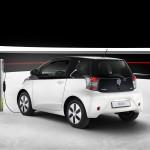 Toyota iQ EV Laden