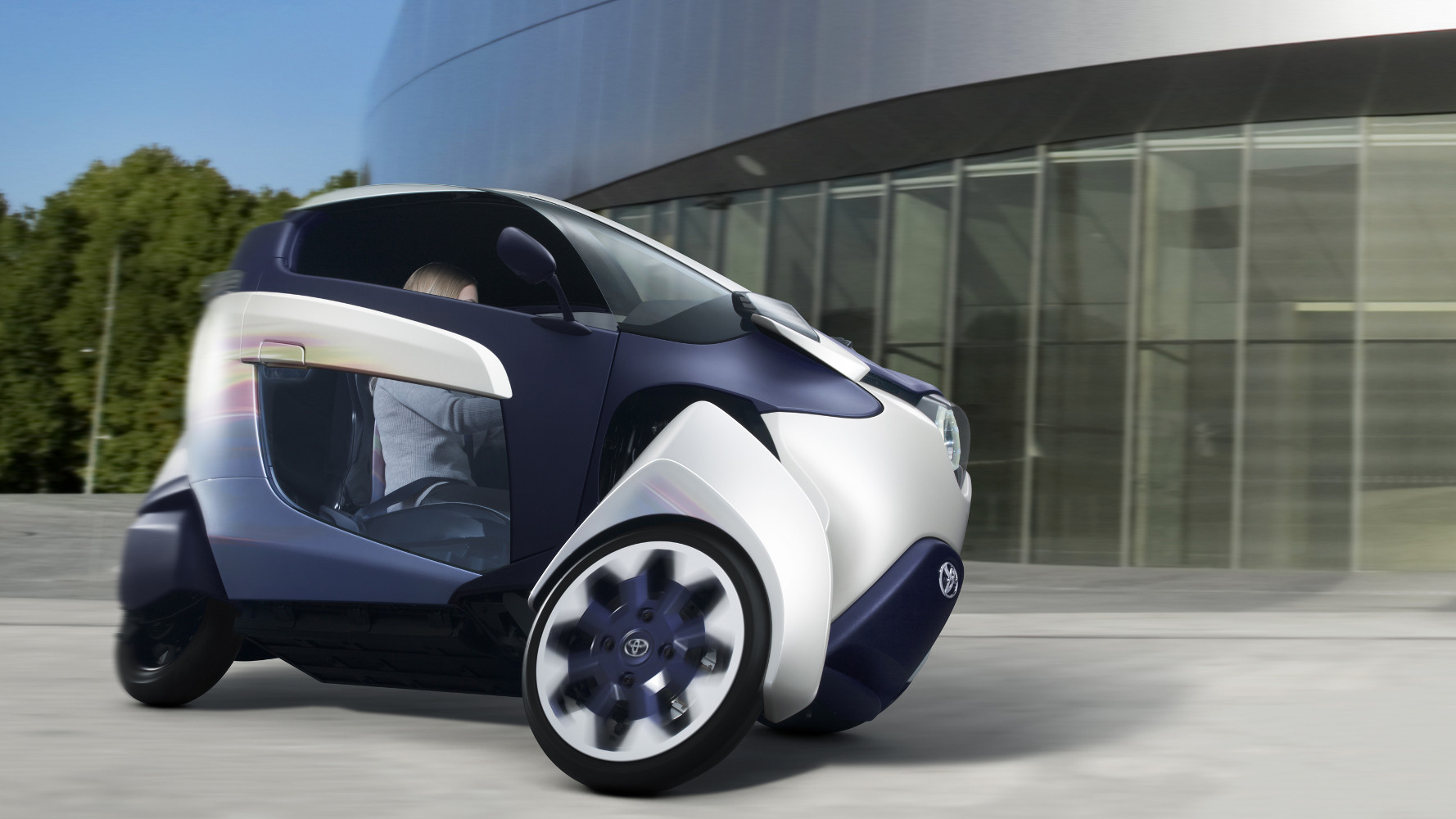 Toyota zeigt i-ROAD Studie in Genf