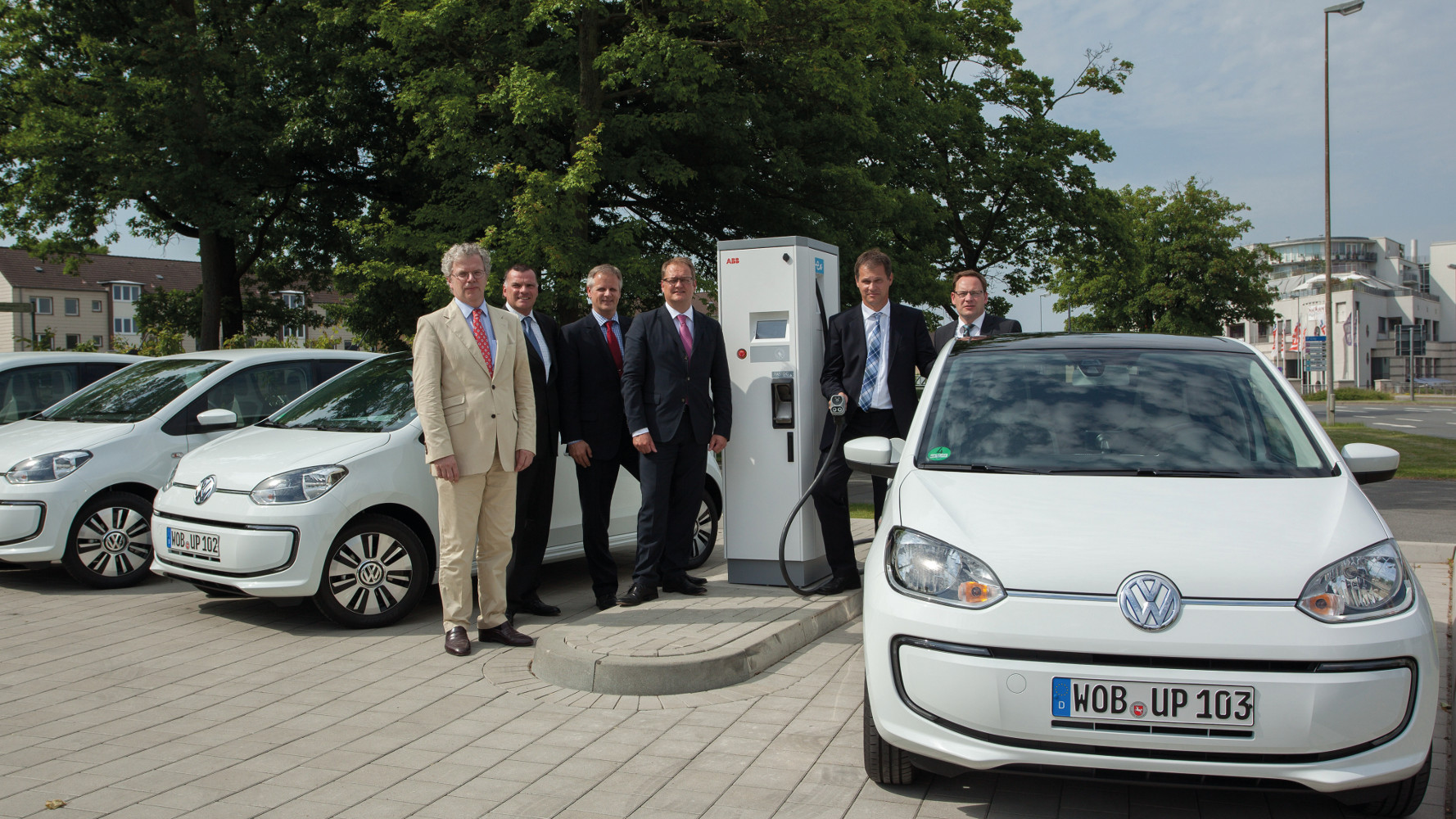 VW weiht CCS Schnellladesäule in Wolfsburg ein