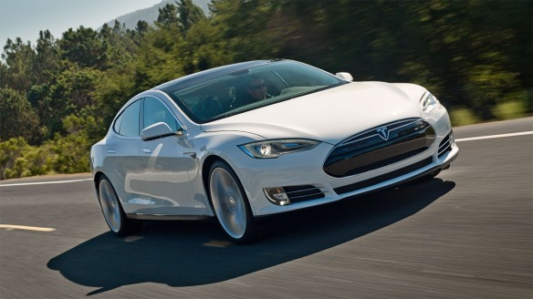 Tesla Model S mit einer Ladung von Los Angeles nach Las Vegas
